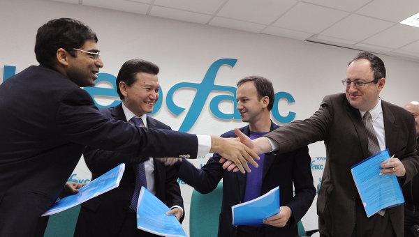 Вишванатан Ананд, Кирсан Илюмжинов, Аркадий Дворкович и Борис Гельфанд (слева направо)