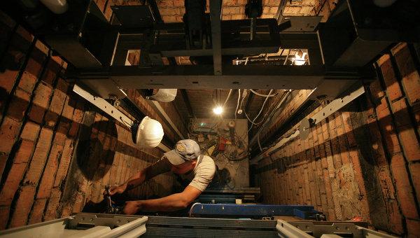 Замена лифтового оборудования в жилом доме. Архивное фото