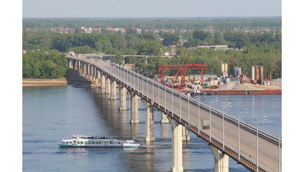 Мост через Волгу, строящийся в Волгограде более 10 лет, откроют
