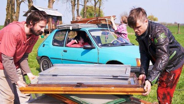 Кадр из фильма Четыре солнца (Four Suns) чеха Богдана Сламы (Bohdan Slama), участвующий в конкурсе кинофестиваля Сандэнс
