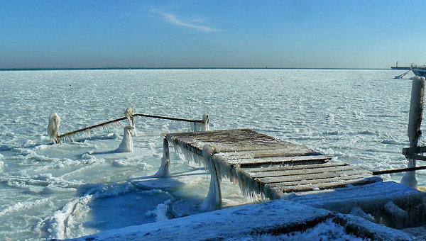 Черное море сковано льдом