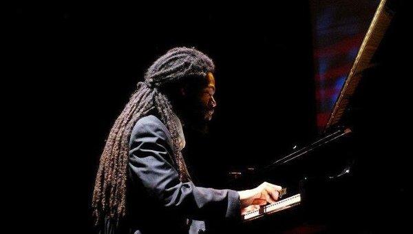 Джазовый пианист из Нью-Йорка Джоэл Холмс