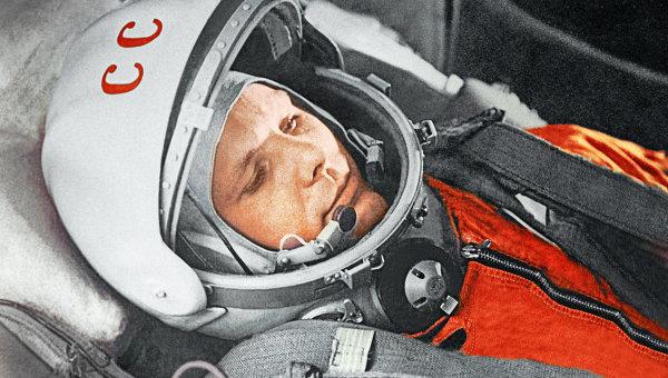 """Летчик-космолнавт Ю.Гагарин в кабине космического корабля """"Восток"""""""