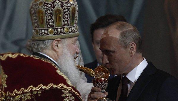 Владимир Путин на праздничном пасхальном богослужении в храме Христа Спасителя