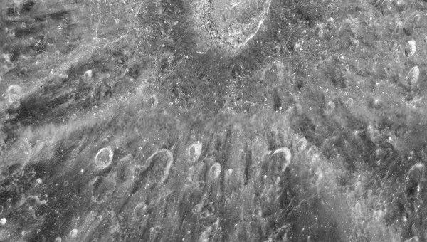 Снимок лунного кратера Тихо, сделанный телескопом Хаббл