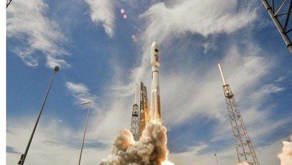 Запуск спутника связи. Архивное фото
