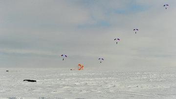 Совместные учения пограничной службы ФСБ и МЧС РФ в суровых арктических условиях. Архивное фото