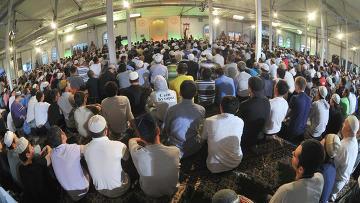 Мусульмане в Соборной мечети Москвы, архивное фото