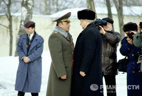 Борис Николаевич Ельцин и Павел Сергеевич Грачев