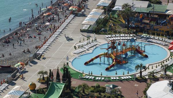 Городской пляж и аквапарк в Сочи. Архивное фото