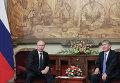 Президент РФ Владимир Путин и президент Киргизии Алмазбек Атанбаев