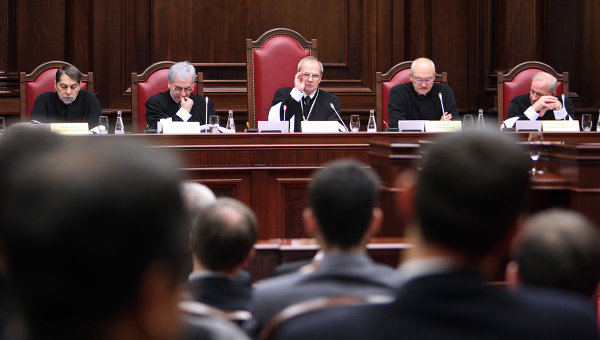 Конституционный суд (КС) РФ запретил применение смертной казни в РФ и после 1 января 2010 года