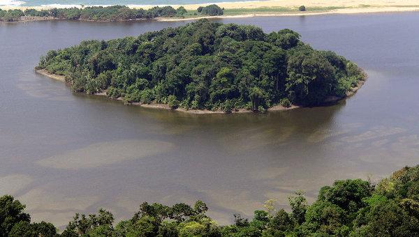 Маленький остров на южной оконечности Суматры. Архивное фото