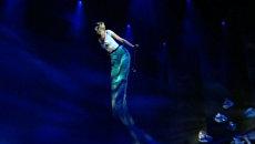 Русалочка летала перед Собяниным в новом театре Россия