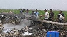 Обгоревшие обломки вертолетов ВВС Индии после столкновения на учениях