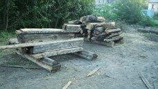 В Бердске начали сносить расселенные деревянные дома