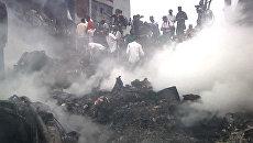 Пассажирский лайнер рухнул на жилой дом в Нигерии. Кадры с места ЧП