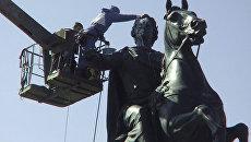 Мойка памятника Петру Первому в Санкт-Петербурге