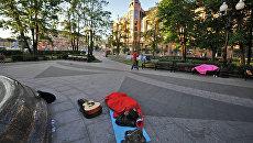 Оппозиционный лагерь в сквере у станции метро Баррикадная
