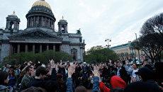 Лагерь протестующих на Исаакиевской площади в Санкт-Петербурге