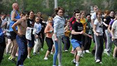 Занятие спортом в парке. Архивное фото