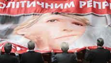 Инкриминируемая Тимошенко измена с ЕС никак не связана, но возмущает она больше всего именно Брюссель, Варшаву и Берлин