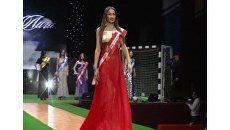 Футбольные фанатки в вечерних платьях на конкурсе Мисс Премьер-лига 2011