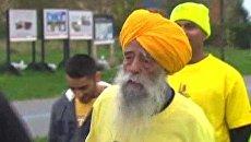 Столетний индиец пробежал 42 километра за восемь часов