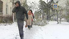 Снежный циклон лишил жителей Магадана электричества и Интернета