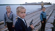 Дети играют в исправительной колонии. Архивное фото