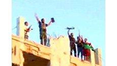 Ливийские повстанцы ликуют после захвата резиденции Каддафи