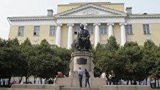 Старое здание Московского государственного университета имени М.В. Ломоносова. Архивное фото