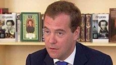 Министр образования отказался от предложения Медведева написать диктант