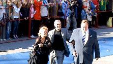 Гости Северного сияния приветствовали мурманчан с голубой дорожки