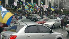 Сотни предпринимателей на митинге против Азарова исполнили гимн Украины