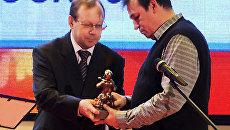 Корреспонденты РИА Новости получили награды от МЧС РФ