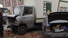 Более десятка автомобилей столкнулись в Москве из-за отказа тормозов фуры