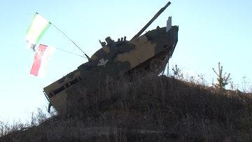 Боевая машина БМД-4М делает свечку, отжимается и плавает