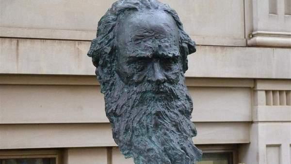 Памятник Льву Толстому в Вашингтоне