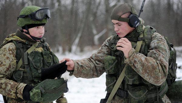 Новая боевая экипировка для военнослужащих сухопутных войск. Архивное фото