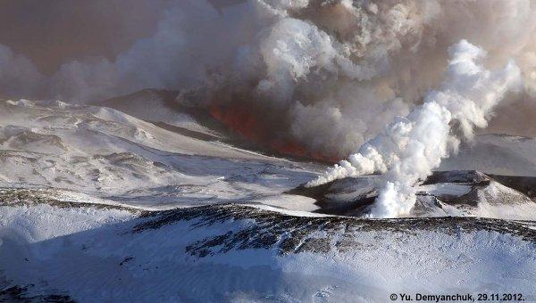 Лавовый поток из южной трещины вулкана Плоский Толбачик.
