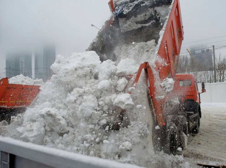 В подмосковной Дубне появился мобильный снегоплавильный комплекс