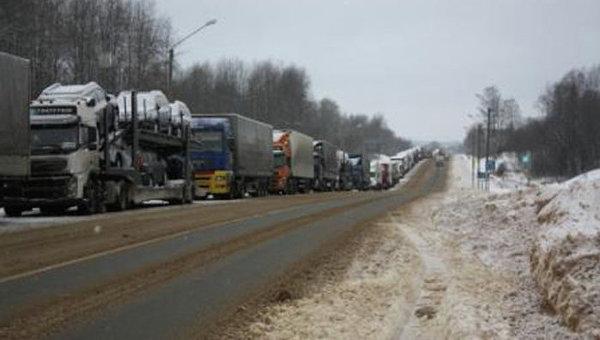 Многодневная пробка на федеральной трассе М-10 Россия