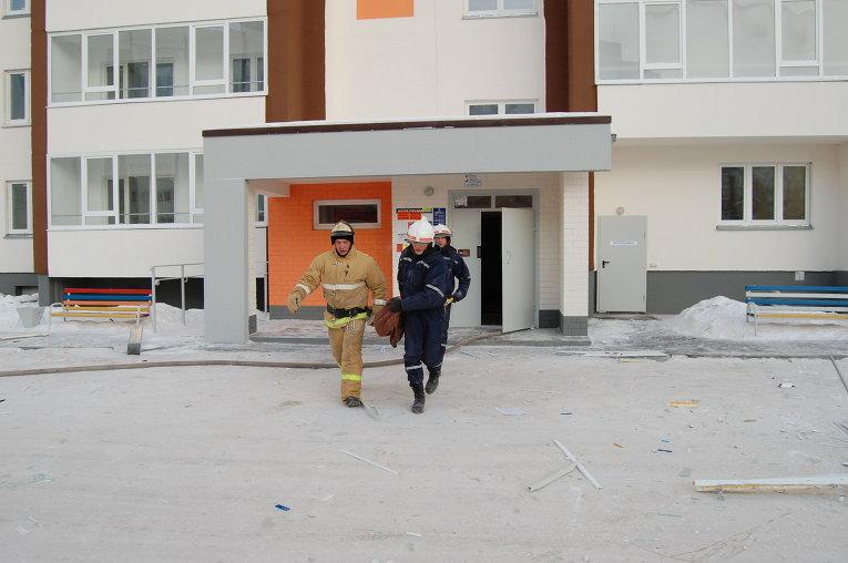 Работы по ликвидации взрыва многоэтажной новостройке в Тюмени