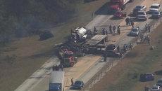 Обугленные машины раскидало по трассе после ДТП с нефтевозом в США