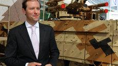 Д.Мантуров на выставке вооружений IDEX-2013 в ОАЭ