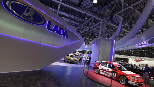Стенд марки автомобилей Lada, производимых ОАО АвтоВАЗ, архивное фото