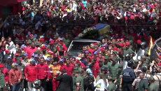 Сотни тысяч венесуэльцев провожали траурный кортеж с телом Уго Чавеса