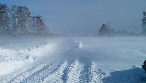 Снежные заторы на трассах. Архивное фото