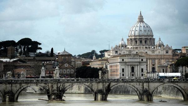 ВатВид на собор Святого Петра в Ватикане, архивное фото